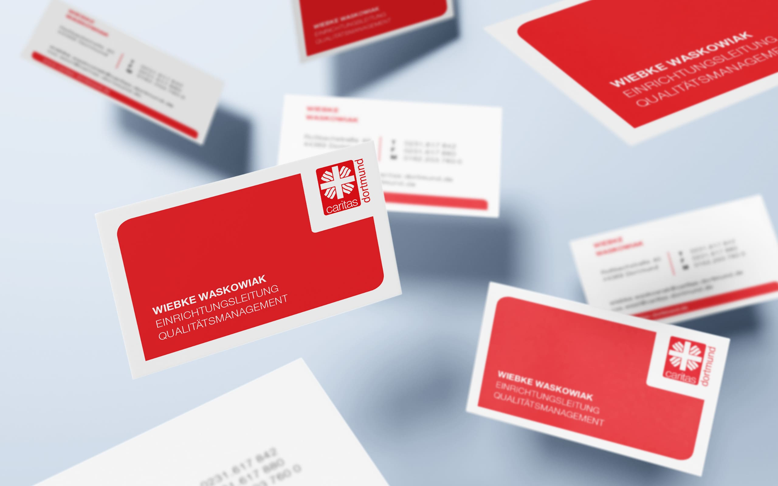 Flying_Business_Cards_Mockup-Kopie